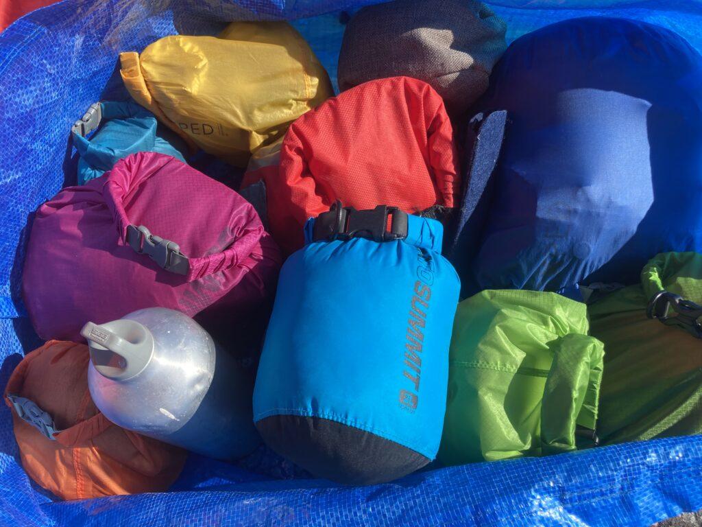 Färgsprakande packning